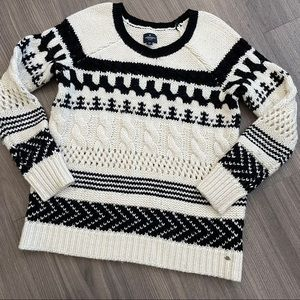 💕American Eagle Black/White Thick Knit Sweater